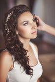 Beautiful bride with wedding makeup and hairstyle — Stock Photo