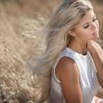Beautiful summer woman — Stock Photo