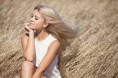 Beautiful summer woman — Stock Photo