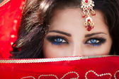 Beautiful Indian woman portrait, bright makeup woman with golden jewelry — Stock Photo