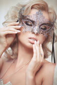 Vogue style portrait of beautiful delicate woman in venetian mask and fashionable dress. — Stock Photo
