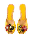 Wooden wedge yellow patent leather artisan fruits and flowers sa — Stock Photo
