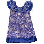 Porcelain like floral pattern draped neckline blue dress — Stock Photo