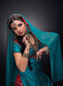 Une belle princesse indienne en costume national — Photo