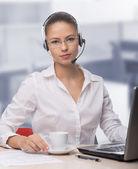Femme d'affaires, parler au téléphone — Photo