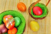 Kleurrijke geverfde paaseieren — Stockfoto