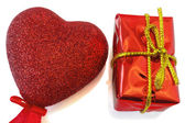 Heart and red gift box — Zdjęcie stockowe