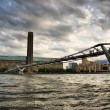 Millennium Bridge and Tate Modern - London — Stock Photo