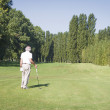 Senior man playing golf — Stok fotoğraf