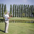 Senior man golfen — Stockfoto