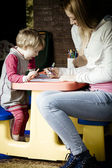 Mother and daughter are drawing — Stock Photo