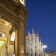 Nigt at Piazza del Duomo in Milan, Italy, with Duomo right  and Galleria Vittorio Emanuele II  left — Stock Photo