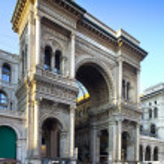 Galleria vittorio emanuele ii in Milaan Italië, beroemde shoping toeristische en ontmoetingsplaats in het centrum van de stad — Stockfoto #23622747