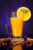 Hot orange juice in glass cup and spice — Stock Photo