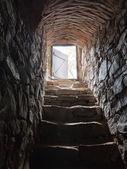 Sten trappor från en källare — Stockfoto