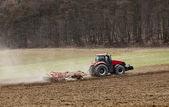 Ülkede traktör — Stok fotoğraf