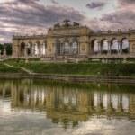 Schönbrunn , Vienna, the Royal Palace, park, pond, water, landscape, reflection — Stock Photo