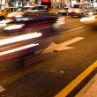 trafic intense dans la ville de nuit — Photo