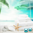 White towels, candles and shell in the ocean background. — Stock Photo