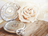 Creamy rose with a old pocket watch — Stok fotoğraf