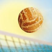 Létající volejbal na síti. — Stock fotografie