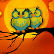 Valentine's Day card with cute owl couple sitting on a branch, with the moon in the background. — Stockfoto