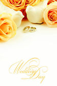Wedding decoration with wedding rings and bouquet of rose. — Stock Photo