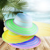 Colorful straw hats on the beach. — Stock Photo