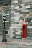 Sentry box and street lamp — Stock Photo