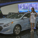 ������, ������: Hyundai Sonata Hybrid car model on display