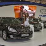 ������, ������: Set of Hyundai car models on display