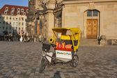 Taxi rikscha w dreźnie — Zdjęcie stockowe
