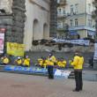 Followers of spiritual discipline Falun Gong protest in Kiev — Stock Photo