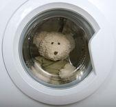 Juguetes suaves en la lavadora — Foto de Stock