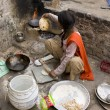 JAIPUR, INDIA - MARCH 02: Unidentified indian poor girl cooking  — Stock Photo