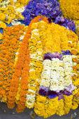 Guirlandes de fleurs pour une cérémonie religieuse hindoue — Photo