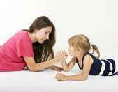 Mother and daughter arm wrestling (difficult parenting) — Stock Photo