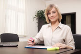 Businesswoman highlighting chart — Stock Photo