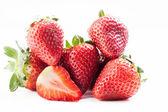 在白色背景上的草莓 — 图库照片
