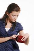 Mladá žena drží jeho prázdnou peněženku — Stock fotografie