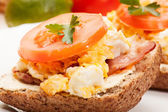 Sandwich with scrambled eggs and bacon — Stock Photo