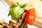 Closeup de massa fresca com pesto — Foto Stock