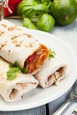Mexicaanse burrito's op een plaat — Stockfoto