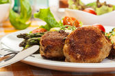 Meatballs served with boiled potatoes and asparagus — Stockfoto