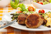 Meatballs served with boiled potatoes and asparagus — Zdjęcie stockowe