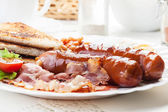 Full English breakfast with bacon, sausage, fried egg and baked beans — Stock Photo