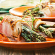 Baked asparagus wrapped in chicken and bacon — Foto de Stock