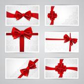 Uppsättning av vackra kort med röda gåva bågar — Stockvektor