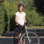 Ciclismo de montaña joven — Foto de Stock