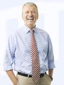 Retrato de un hombre de negocios senior sonriendo — Foto de Stock